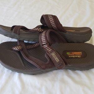Skechers 11 womans brown outdoor flip flop suede